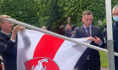 В Риге на ЧМ по хоккею государственный флаг Беларуси заменили на оппозиционный - Фото