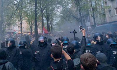 В Берлине на первомайских демонстрациях пострадали 93 полицейских - Фото