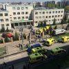 Двое детей находятся в критическом состоянии после стрельбы в школе в Казани - Фото