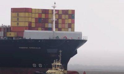 В Суэцком канале сел на мель контейнеровоз Maersk Emerald - Фото