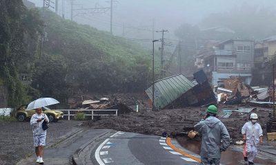 В Японии после схода оползня пропали без вести около 20 человек - Фото