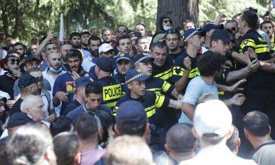Более 50 журналистов пострадали на протестах против марша ЛГБТ в Тбилиси - Фото