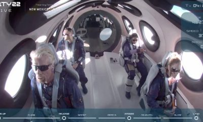 Миллиардер Ричард Брэнсон благополучно вернулся на Землю из космоса - Фото