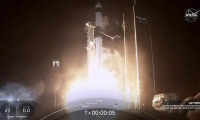НАСА: космический корабль Dragon успешно состыковался с МКС - Фото