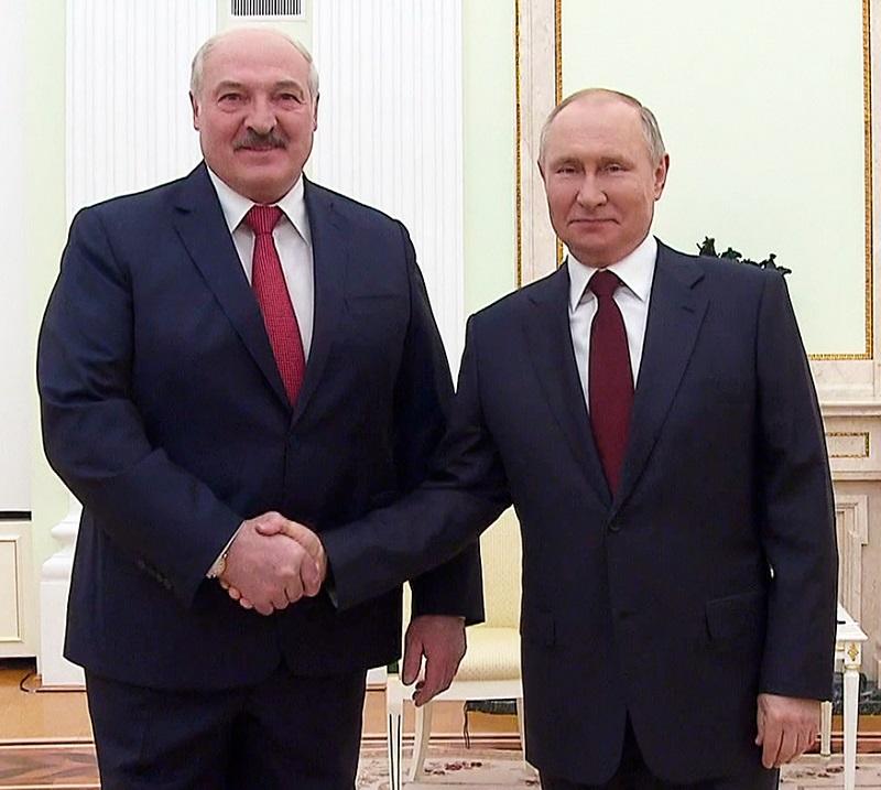 Президент Беларуси Лукашенко намерен обсудить с президентом России Путиным на встрече 9 сентября ситуацию в Афганистане - Фото