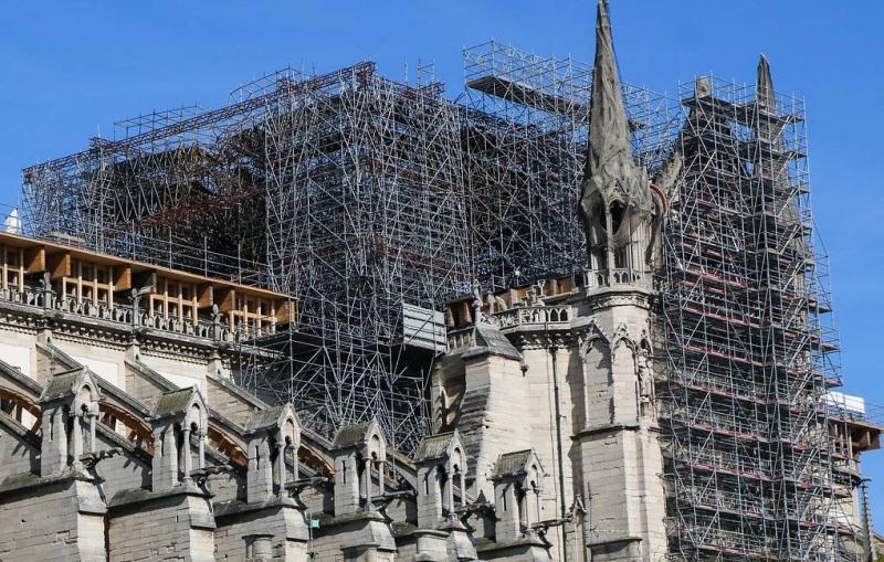 В Париже завершили работы по укреплению сгоревшего собора Парижской Богоматери - Фото