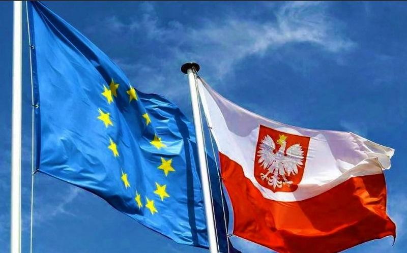 Еврокомиссия просит Европейский суд финансово наказать Польшу за судебную реформу - Фото
