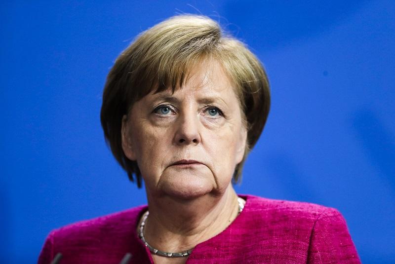 Канцлер Германии Меркель назвала кризис с беженцами на границе с Беларусью гибридной атакой - Фото